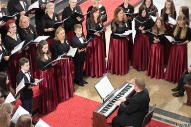 koncert-papieski-i-artystyczny-jubileusz